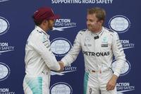 Pole pozisyonu Lewis Hamilton, Mercedes AMG F1 W07 , 2. Nico Rosberg, Mercedes AMG Petronas