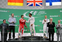 Il podio (da Sx a Dx): Sebastian Vettel, Ferrari, secondo; Lewis Hamilton, Mercedes AMG F1, vincitore della gara; Valtteri Bottas, Williams, terzo