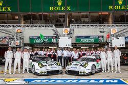 Sesión de fotos del equipo: #91 Porsche Motorsport Porsche 911 RSR: Nick Tandy, Patrick Pilet, Kevin Estre and #92 Porsche Motorsport Porsche 911 RSR: Earl Bamber, Frédéric Makowiecki, Jörg Bergmeister
