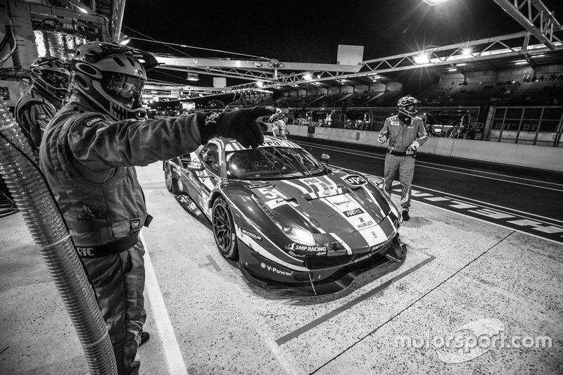 Pit stop para #51 AF Corse Ferrari 488 GTE: Gianmaria Bruni, James Calado, Alessandro Pier Guidi