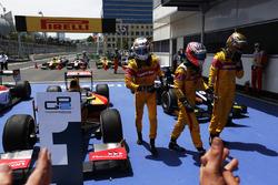 Il vincitore della gara Antonio Giovinazzi, PREMA Racing, Mitch Evans, Pertamina Campos Racing e Sean Gelael, Pertamina Campos Racing