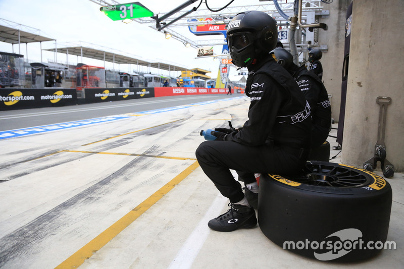 ESM Racing mechanic in the pitlane