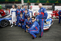 el equipo de #67 Ford Chip Ganassi Racing Ford GT: Marino Franchitti, Andy Priaulx, Harry Tincknell