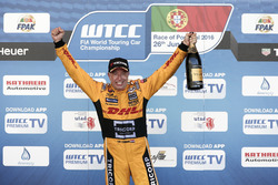 Podium: Tom Coronel, Roal Motorsport, Chevrolet RML Cruze TC1