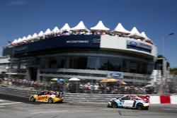 Tom Coronel, Roal Motorsport, Chevrolet RML Cruze TC1 dan Tom Chilton, Sテゥbastien Loeb Racing, Citroテォn C-Elysテゥe WTCC