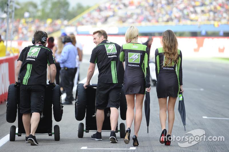 Lovely Drive M7 SIC Racing Team girls