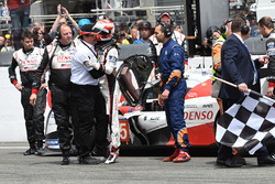 #5 Toyota Racing, Toyota TS050 Hybrid: Kazuki Nakajima nach der Zielflagge