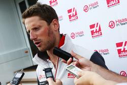 Romain Grosjean, Haas F1 Team met de media