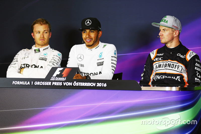 La conferenza stampa FIA post qualifiche: Nico Rosberg, Mercedes AMG F1, secondo; Lewis Hamilton, Mercedes AMG F1, pole position; Nico Hulkenberg, Sahara Force India F1, terzo
