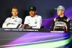 La conferenza stampa FIA post qualifiche: Nico Rosberg, Mercedes AMG F1, secondo; Lewis Hamilton, Mercedes AMG F1, pole position; Nico Hulkenberg, Sahara Force India F1, terzo