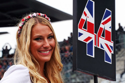 La grid girl di Jenson Button, McLaren