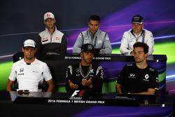 FIA-Pressekonferenz: Romain Grosjean, Haas F1 Team; Pascal Wehrlein, Manor Racing; Valtteri Bottas, Williams; Jenson Button, McLaren; Lewis Hamilton, Mercedes AMG F1; Jolyon Palmer, Renault Sport F1 Team.