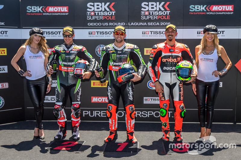 Ganador de la Superpole Tom Sykes, Kawasaki Racing Team segundo clasificado Davide Giugliano, Aruba.it Racing - Ducati, y el tecer clasificado Jonathan Rea, Kawasaki Racing Team