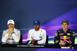 La post conferencia de prensa FIA (izquierda a derecha): Nico Rosberg, de Mercedes AMG F1; Lewis Hamilton, Mercedes AMG F1; Max Verstappen, Red Bull Racing