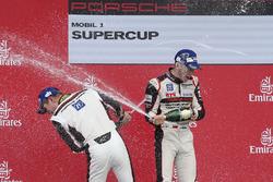 Podio: ganador Sven Muller y en segundo lugar Mathieu Jaminet