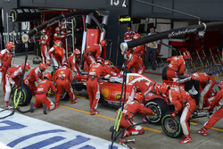 Sebastian Vettel, Ferrari SF16-H der Box