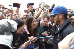 Льюіс Хемілтон, Mercedes AMG F1, з фанатами