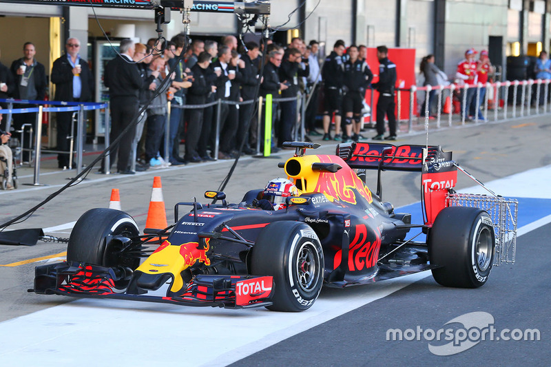 Pierre Gasly, Red Bull Racing RB12 Test Driver running sensor equipment