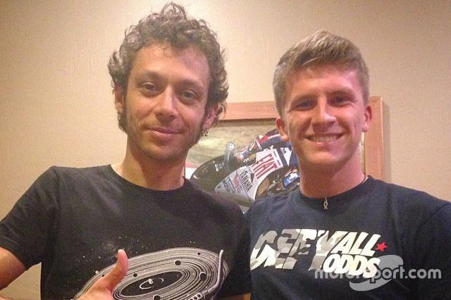 Foto de la cuenta de instagram de Garrett Gerloff en la que posa junto a su ídolo Valentino Rossi
