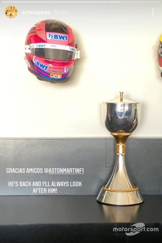 Posteo del trofeo de Sergio Pérez