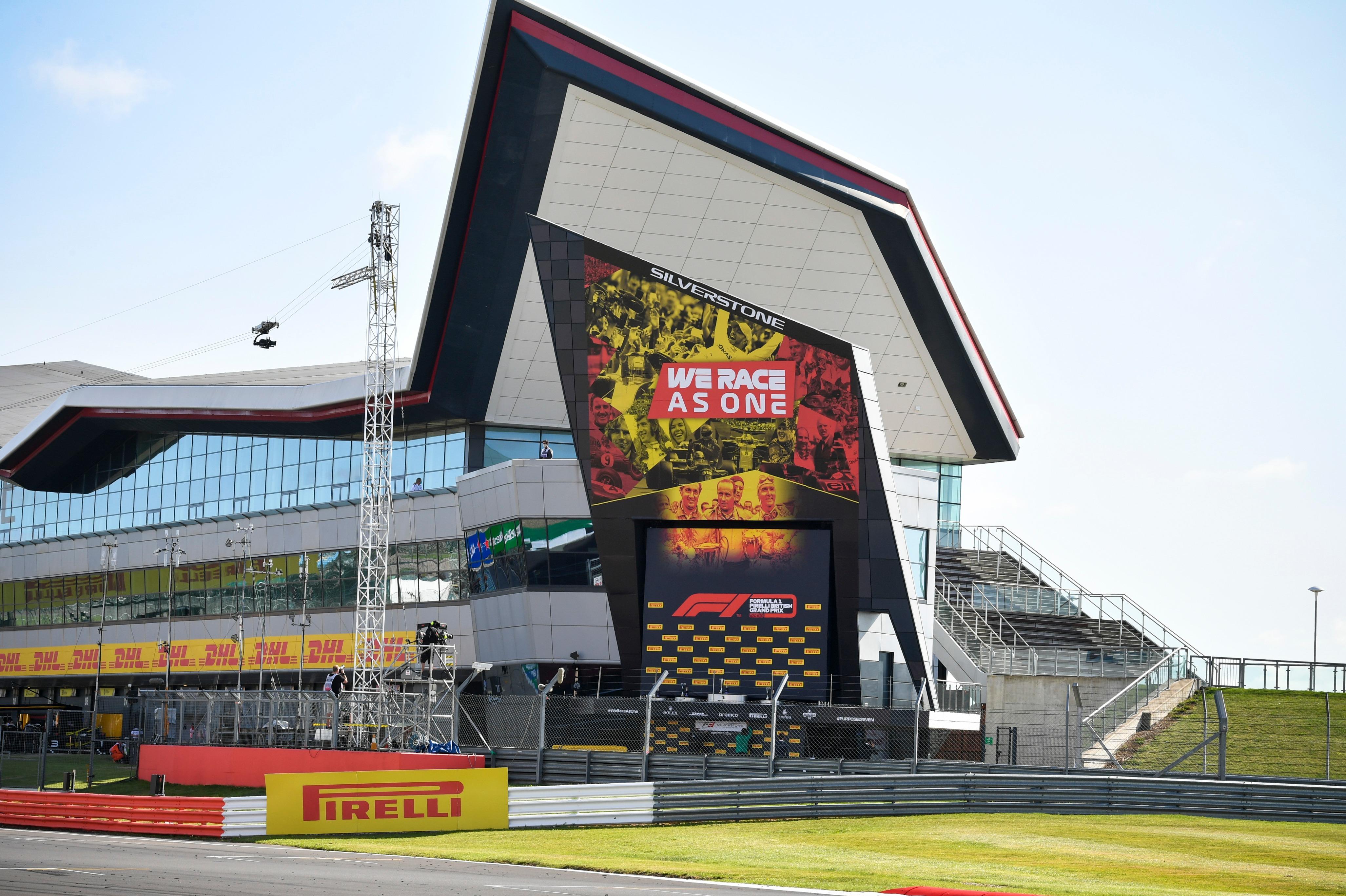 Publicidad de We Race As One en Silverstone 2020