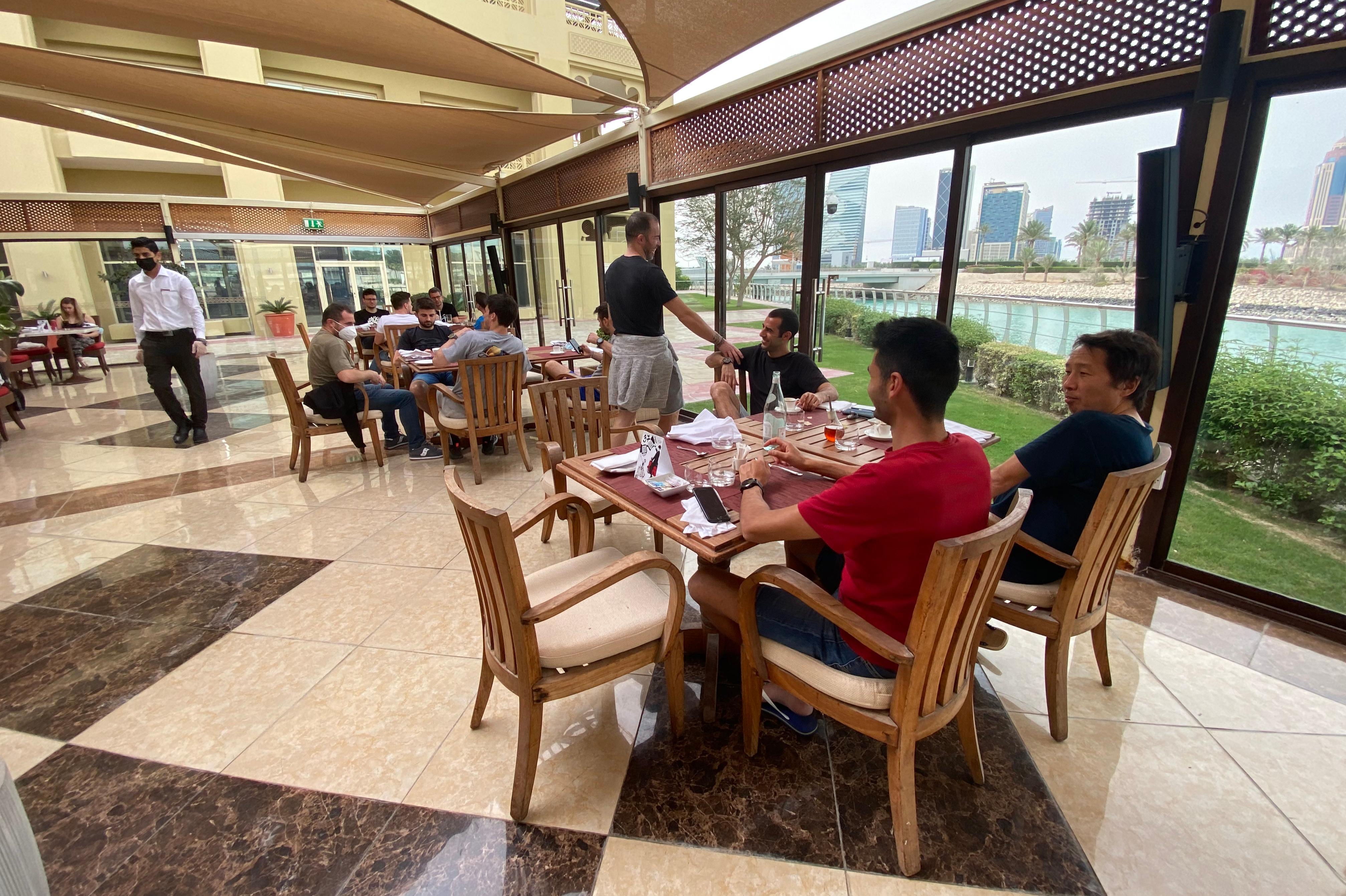 Momento del desayuno para el equipo Suzuki, en su estancia en Doha