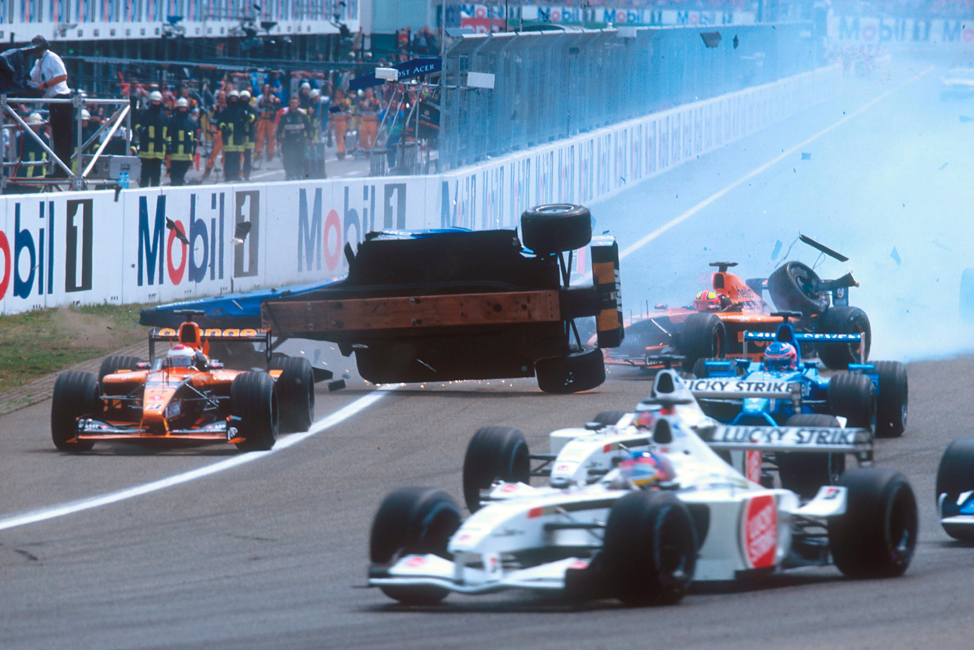 El impresionante accidente de Luciano Burti en el GP de Alemania 2001.