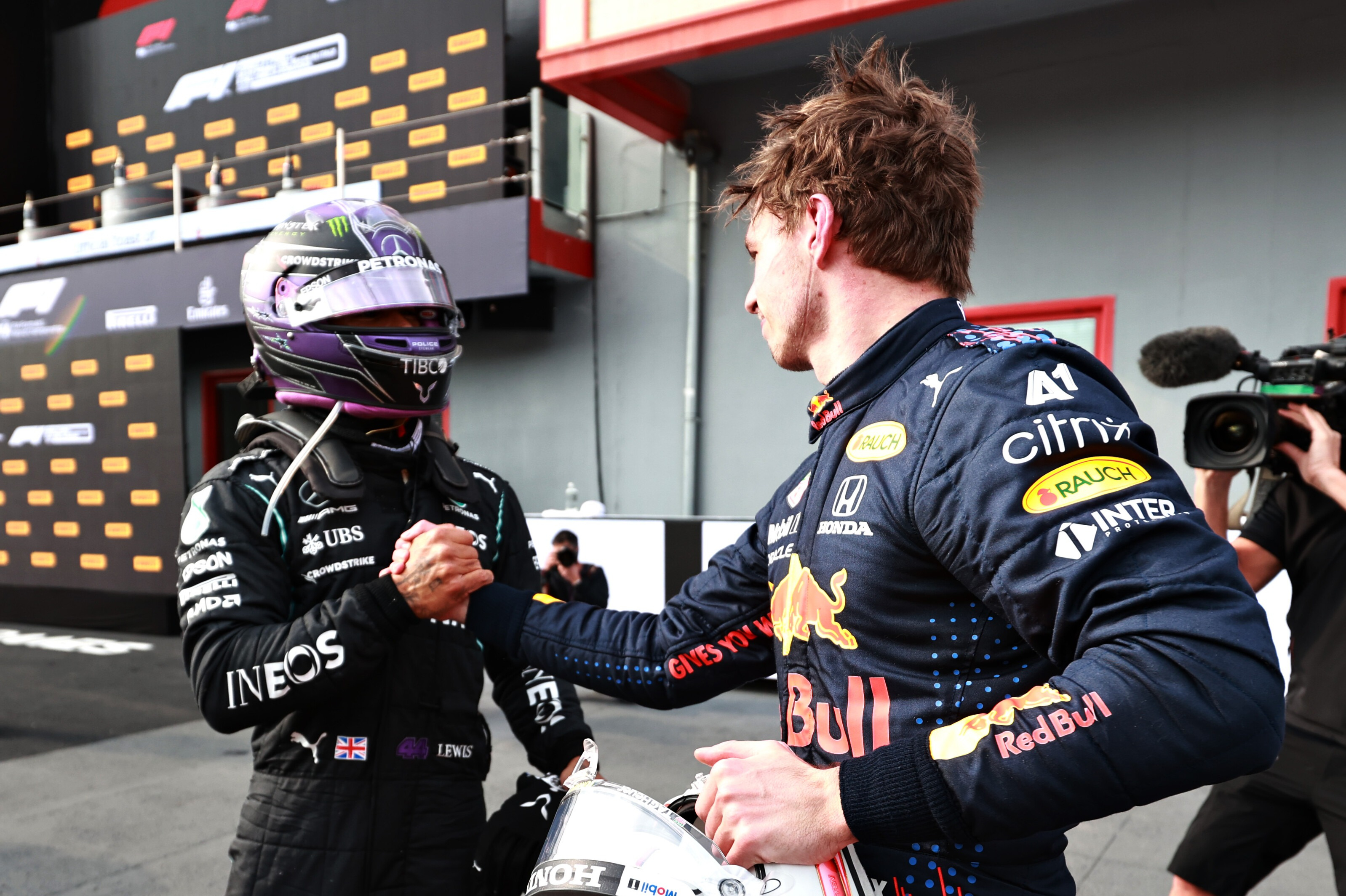 Lewis Hamilton congratulates Max Verstappen after the 2021 Emilia Romagna GP