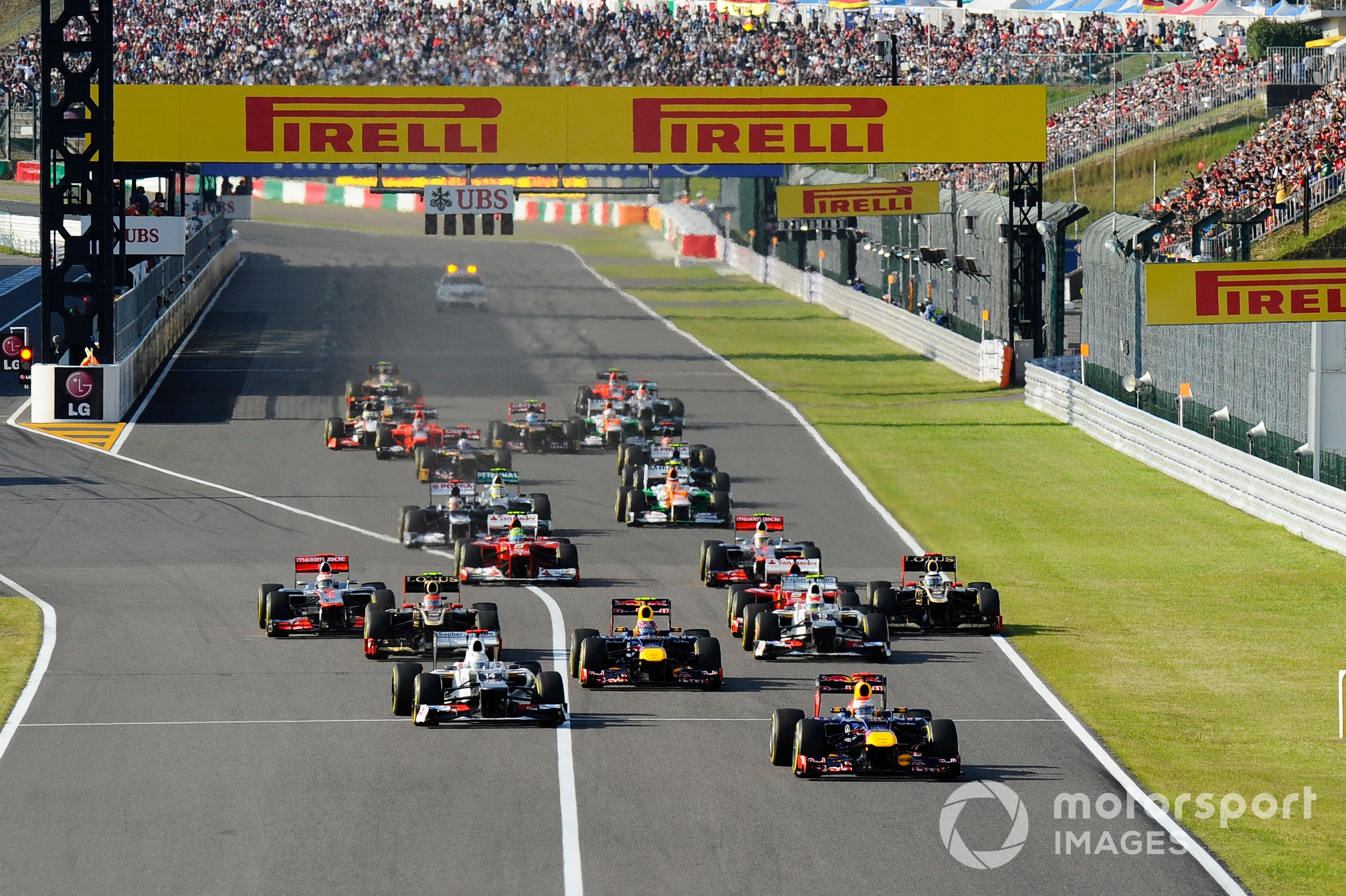 Sebastian Vettel, Red Bull Racing RB8, leads at the start of the race at the 2012 Japanese GP