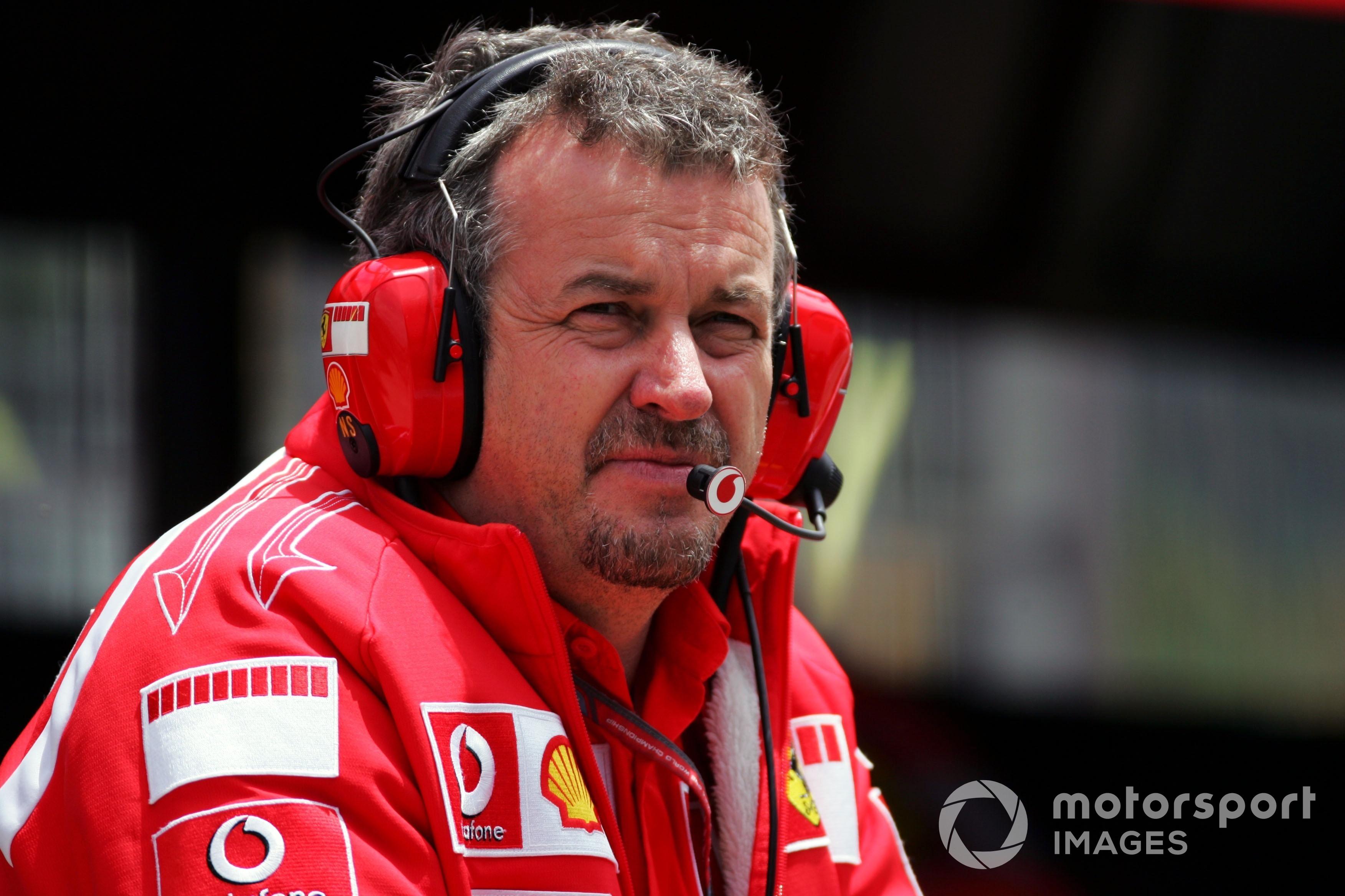 Nigel Stepney (GBR) jefe de mecánicos de Ferrari, durante la práctica del GP de Brasil de 2006.