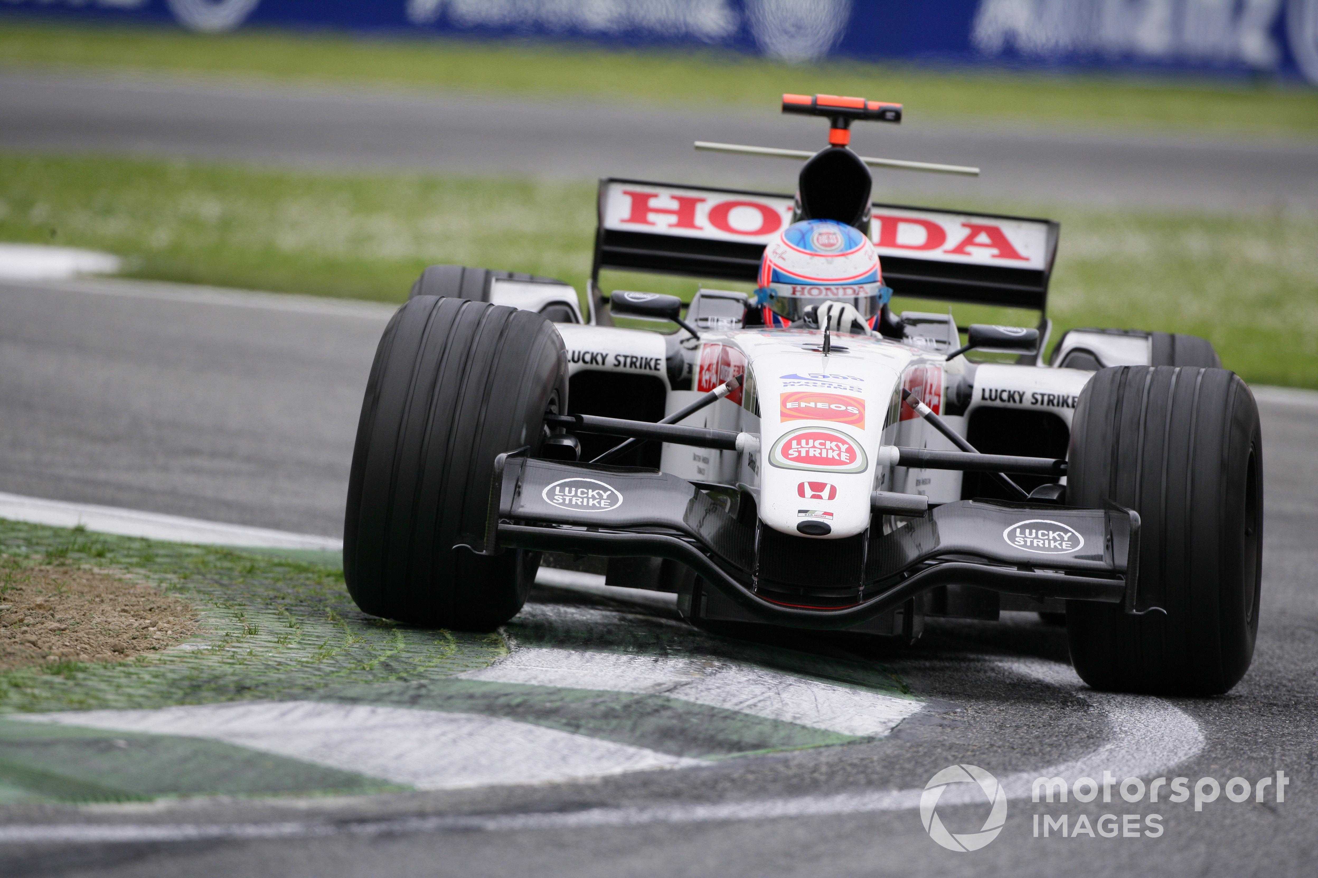 Jenson Button durante la temporada 2005 con el equipo BAR.