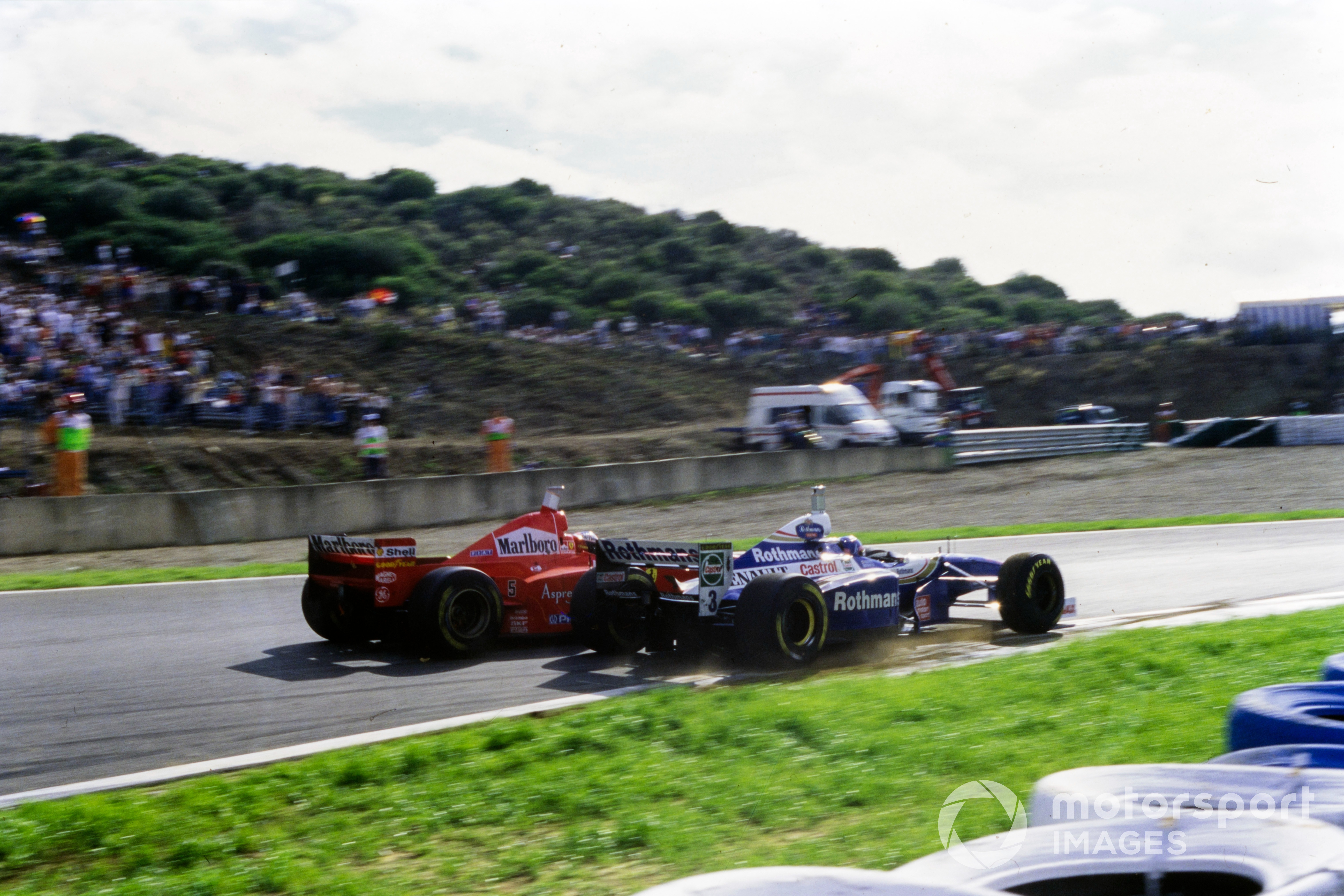 El choque controversial entre Michael Schumacher y Jacques Villeneuve.