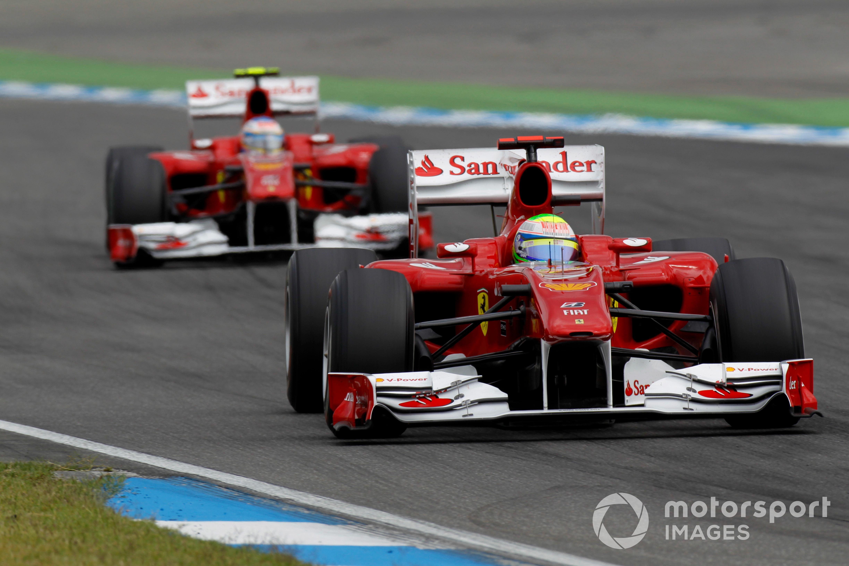 Felipe Massa en la segunda posición en el GP de Alemania de 2010 cuando le cedió la posición a Fernando Alonso.