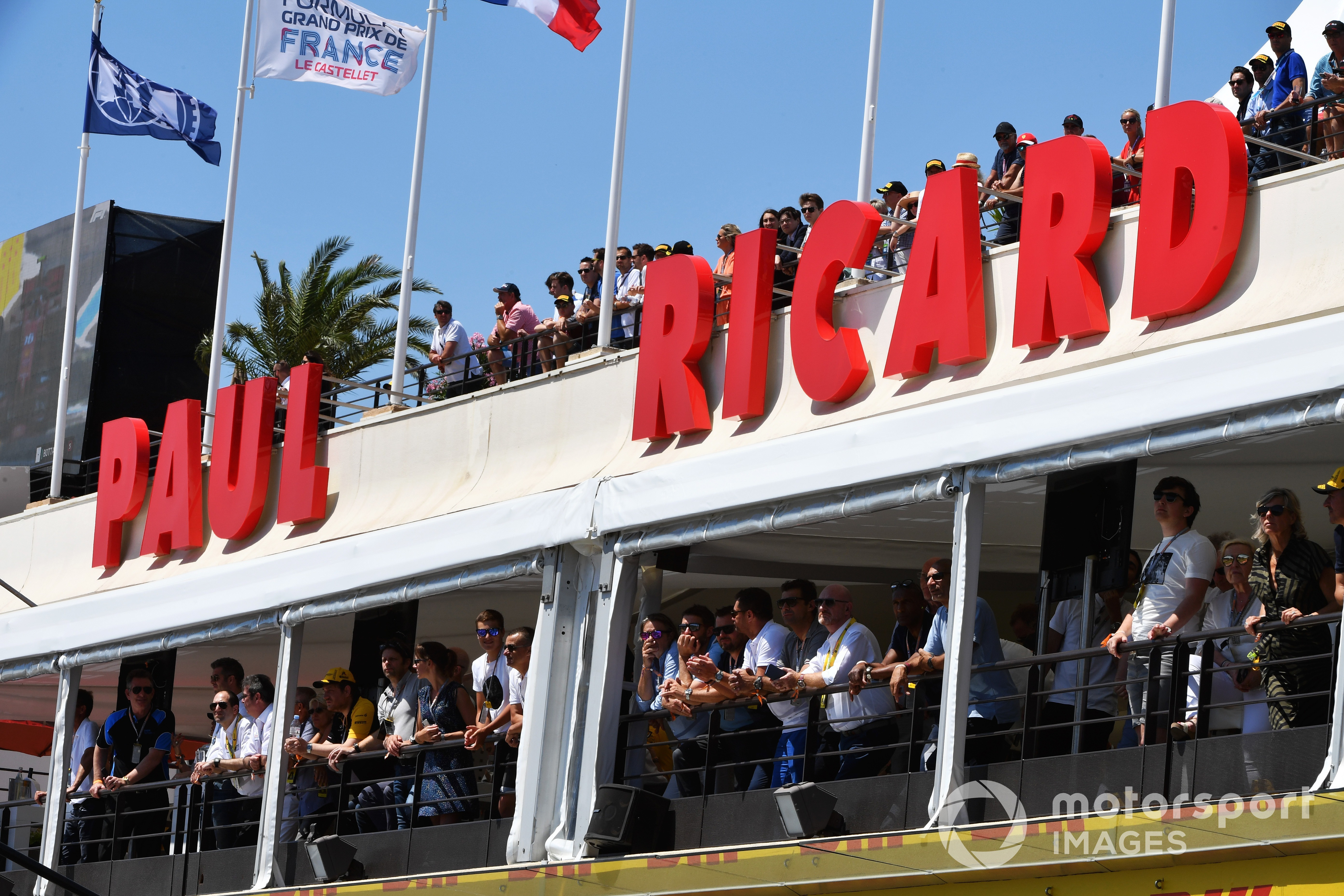 Fans watch qualifying from terraces, 2019 French GP
