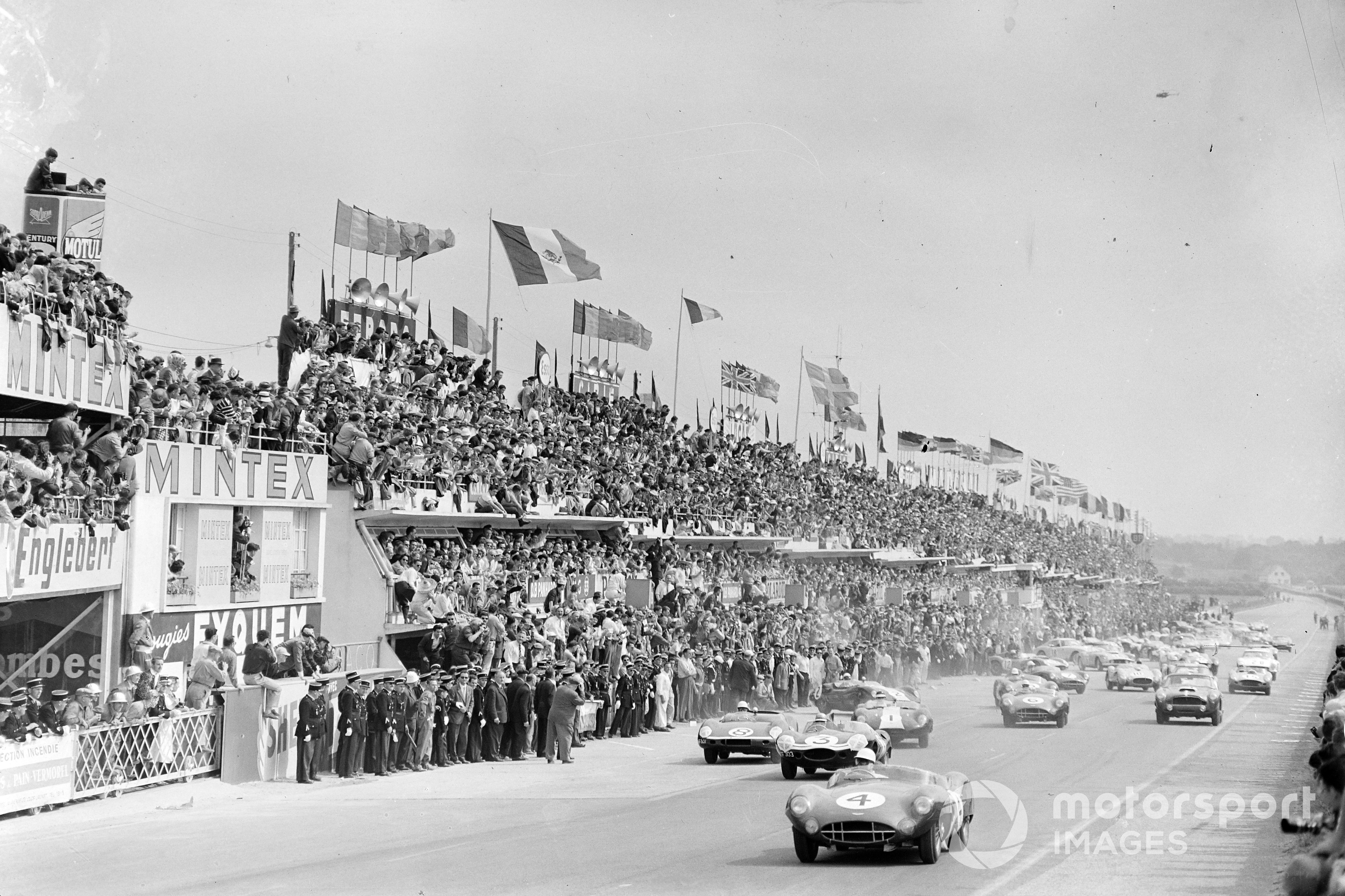 Stirling Moss (Aston Martin) leads at the start of the 1959 Le Mans 24 Hours