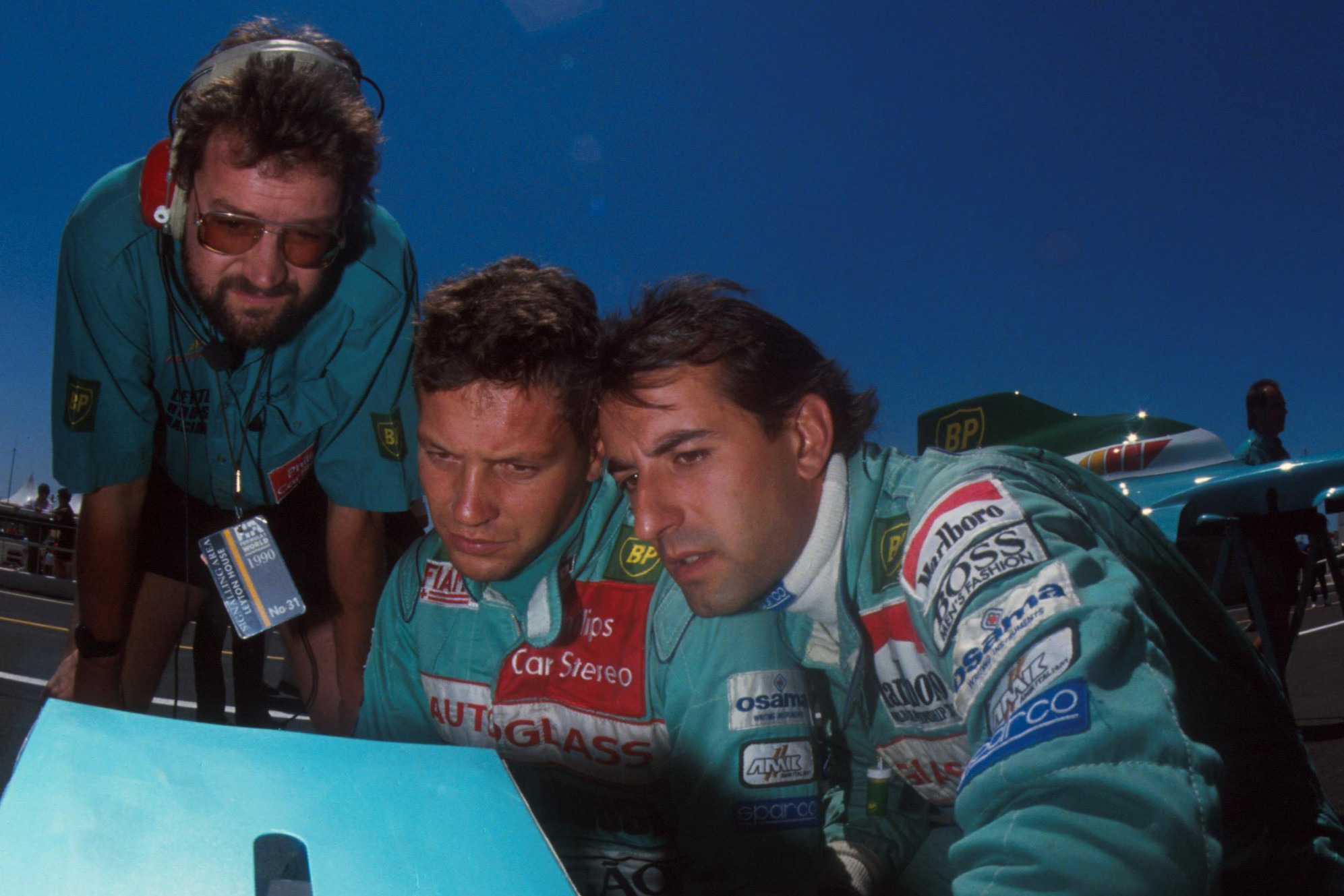 Leyton House engineer Andy Brown crunches data with Gugelmin and Capelli