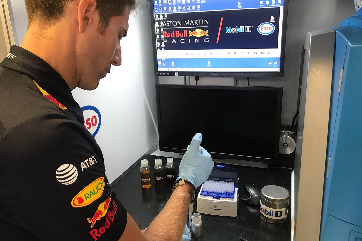 Dario Izzo, Red Bull Racing ExxonMobil at work