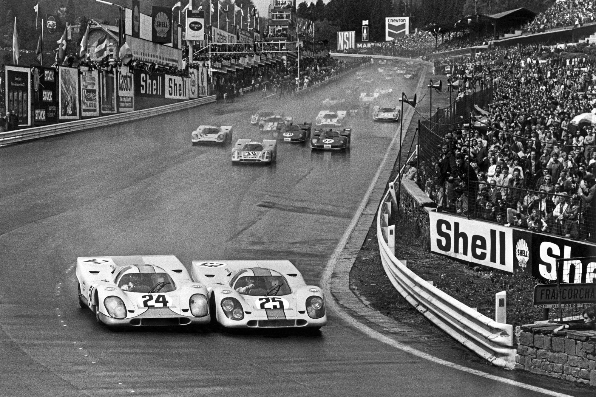 Rodriguez y Siffert luchan rueda a rueda en el inicio de los 1000 Kilómetros de Spa de 1970.