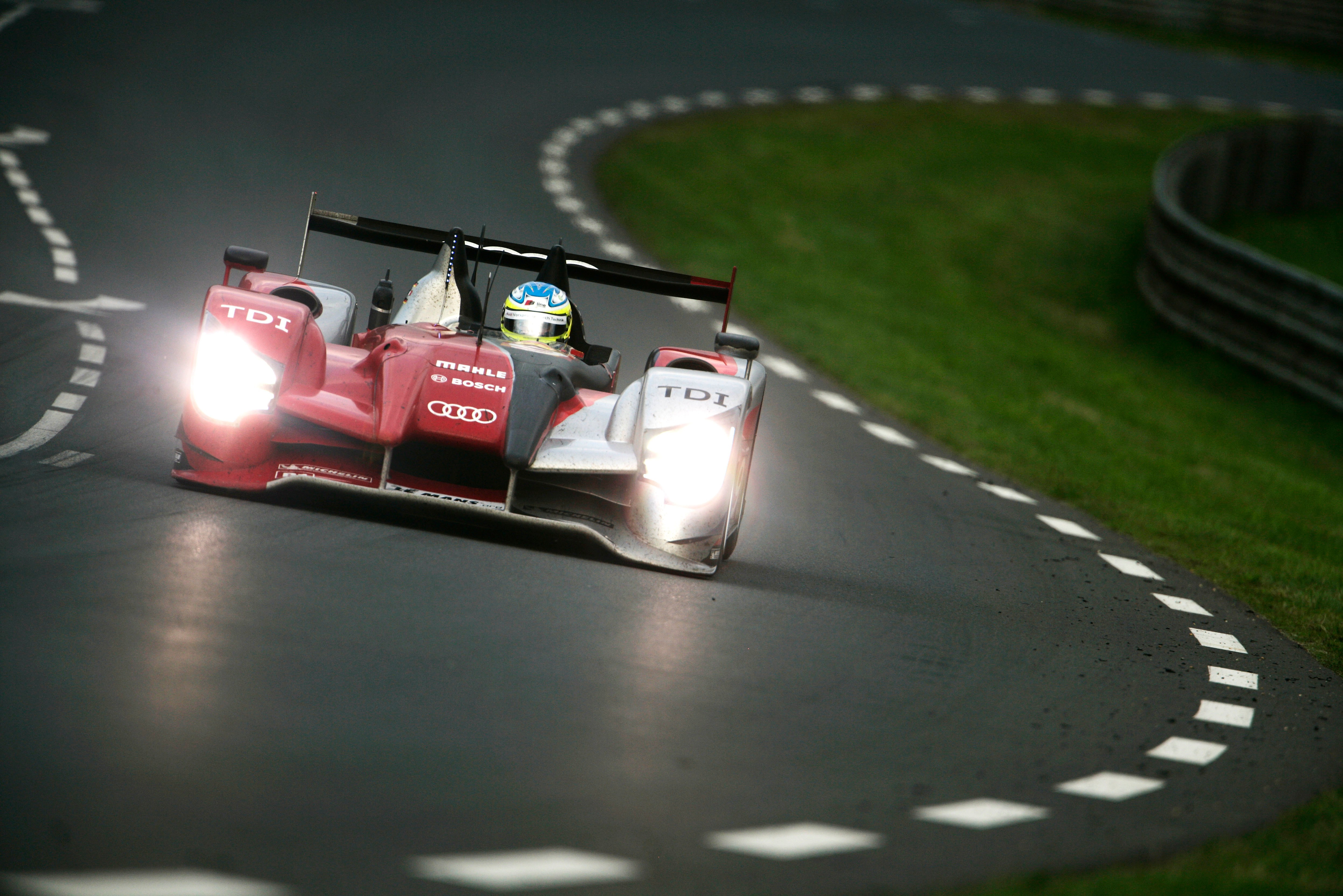 Trouble-free run in dry conditions in 2010 gave Audi's 'ugly duckling' R-15 a record-breaking victory