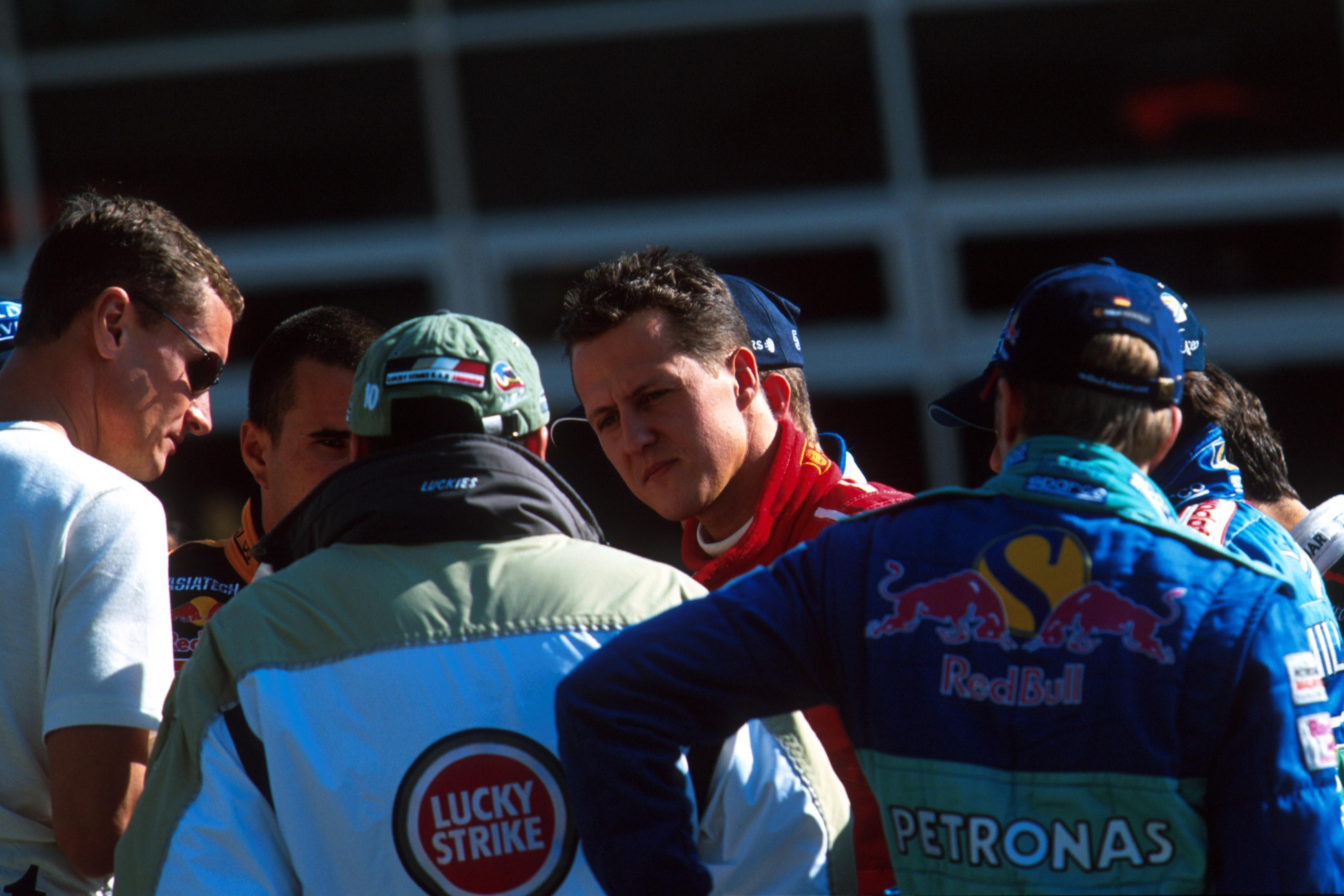 Schumacher attempted to corral the drivers into supporting his no passing motion, but met resistance from Villeneuve