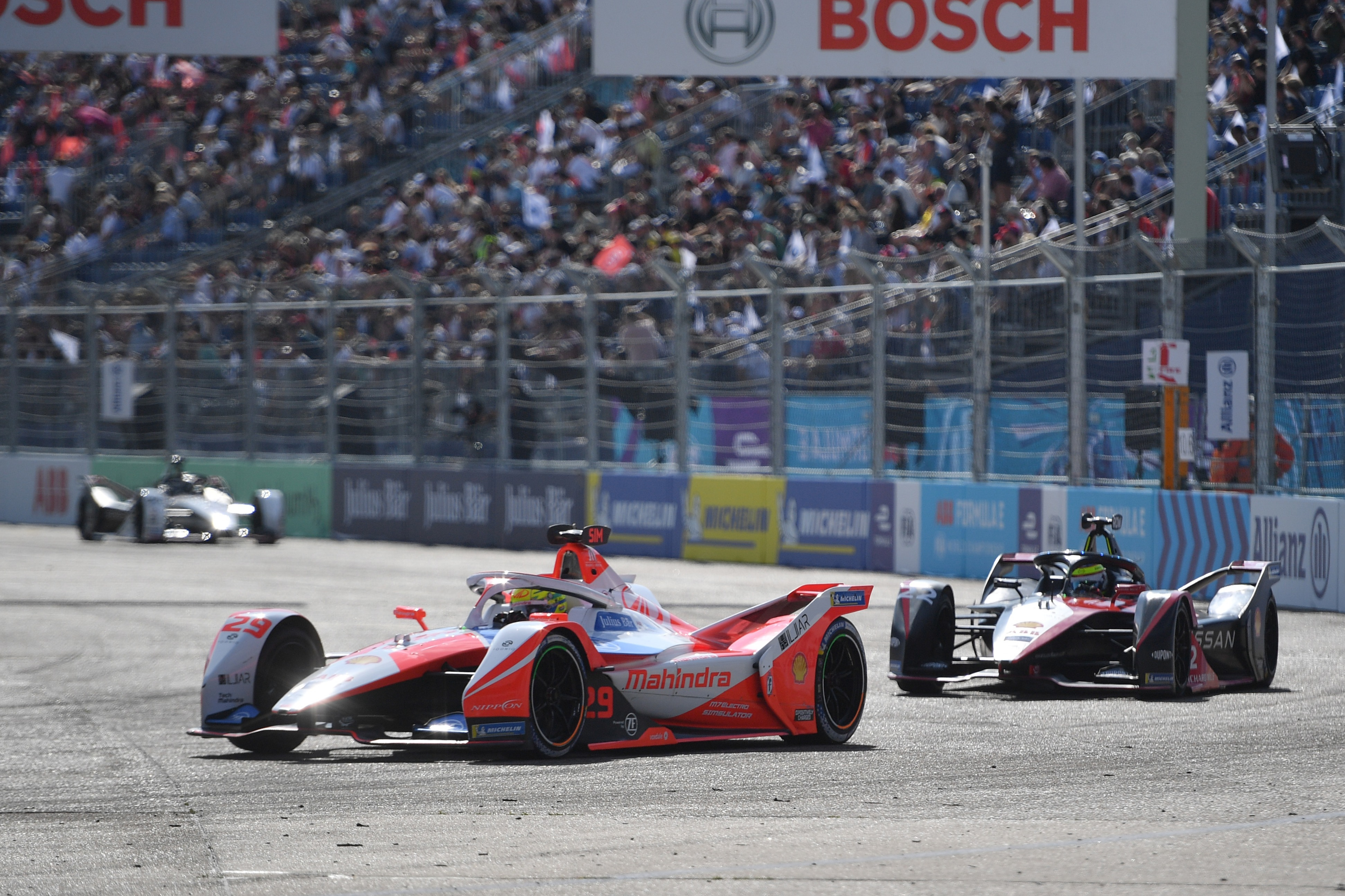 Mahindra driver Alexander Sims leads Nissan e.dams' Oliver Rowland in Berlin. The two will be team-mates next year