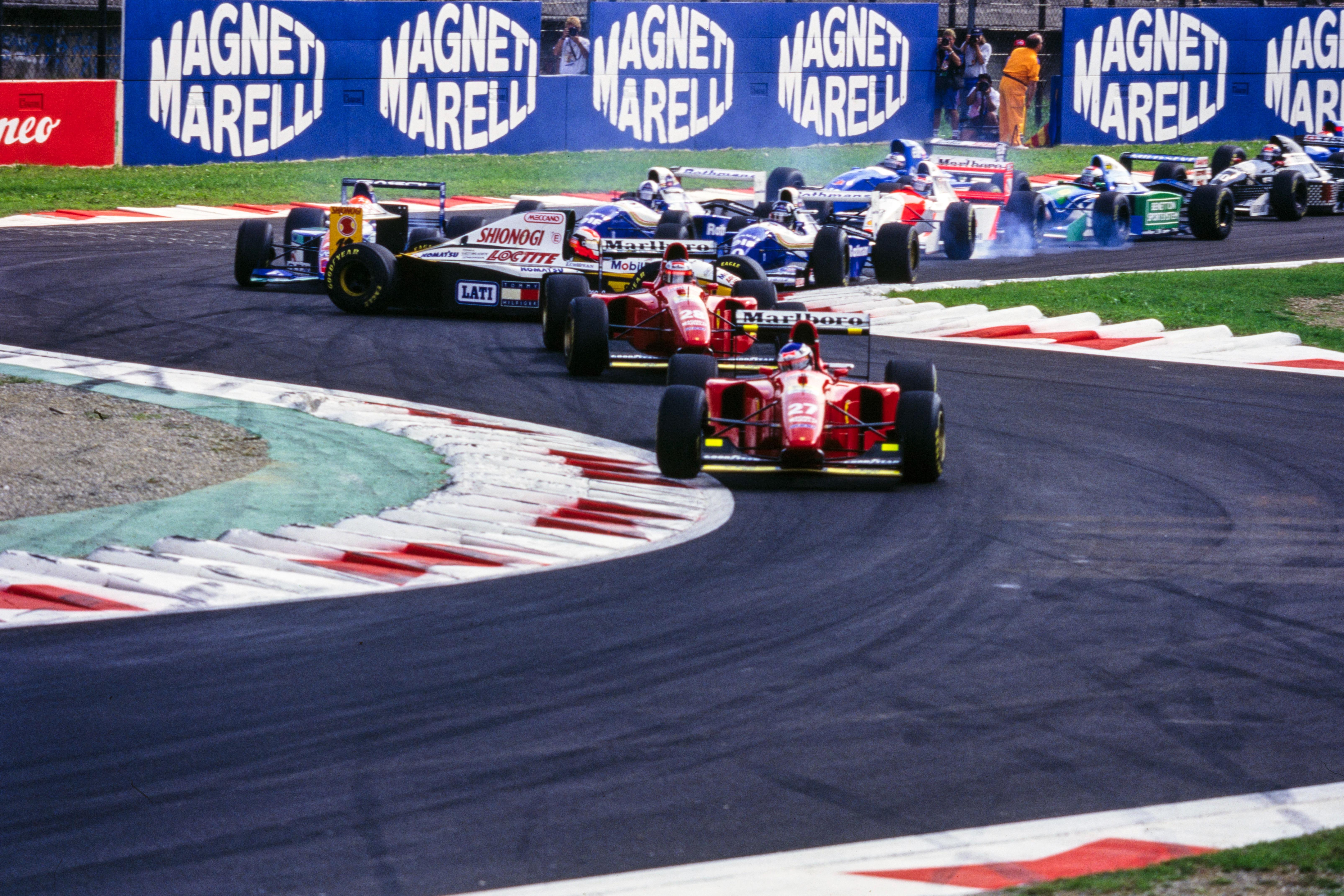 Jean Alesi, Ferrari, lidera el GP de Italia de 1994.