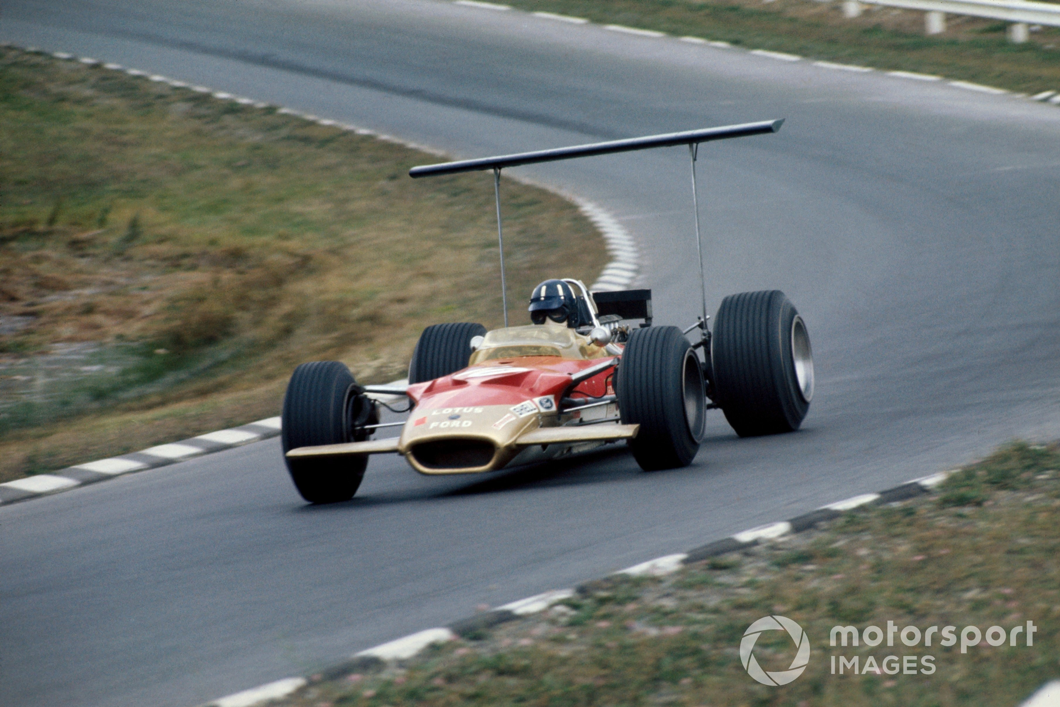 Graham Hill in the Lotus-Ford 49 in the 1968 United Staes GP