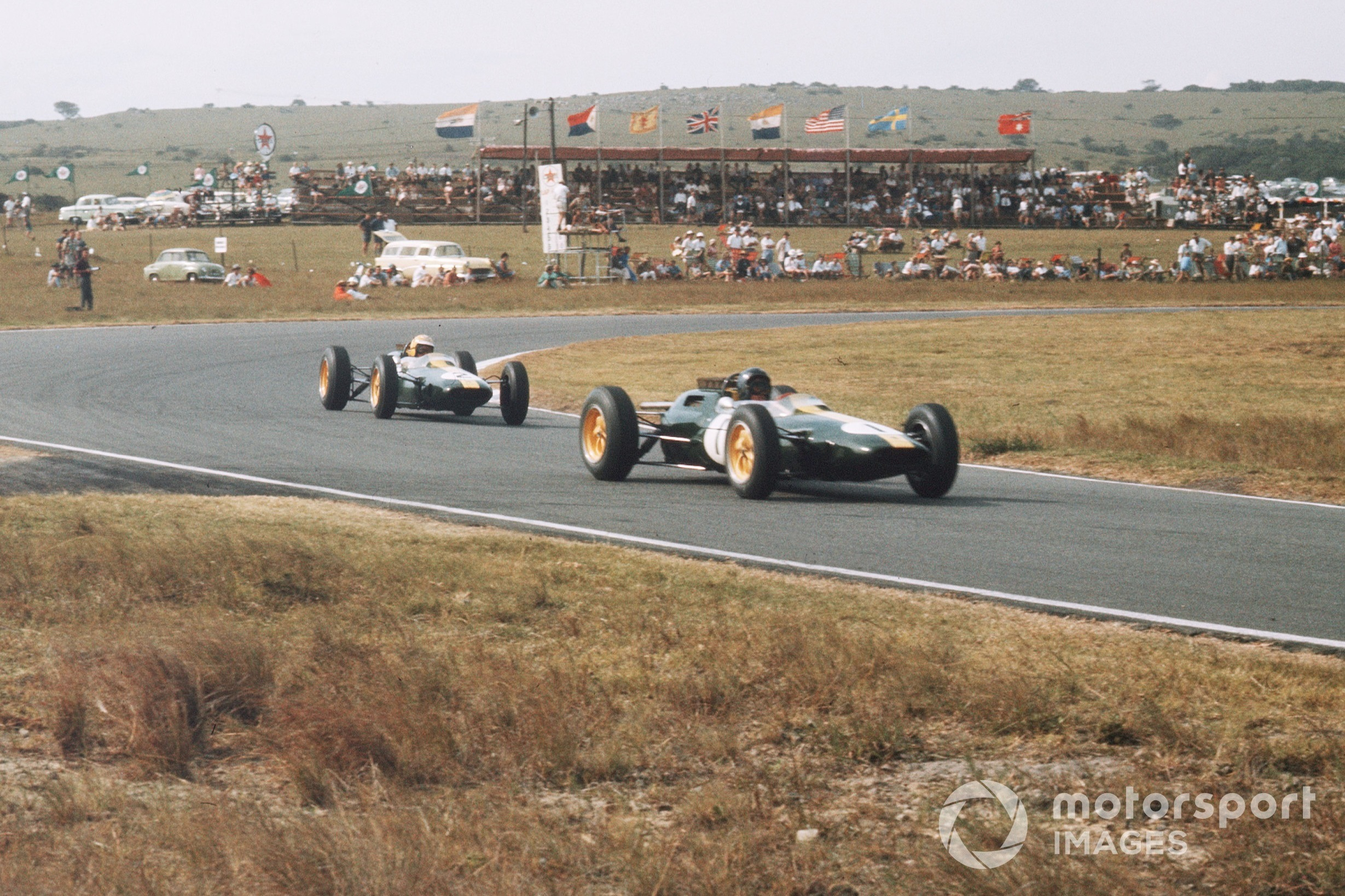Jim Clark leads Trevor Taylor in the Lotus-Climax 25 in the 1963 South African GP