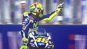 Rossi gesto a Aleix Espargaró