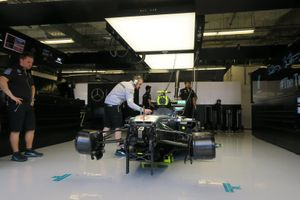 De auto van Nico Rosberg in de Mercedes-garage in Austin