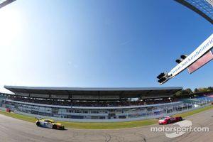 ADAC GT Masters Race 2 - Klingmann / Ludwig chasing Götz / Meyer