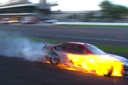 Carro de Kyle Larson em chamas