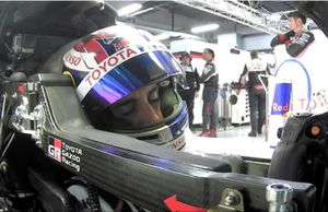 #8 Toyota Gazoo Racing Toyota TS050-Hybrid: Sebastien Buemi duerme en su coche