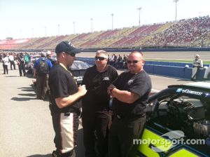 Crewman Kyle Petty confers with JCR tire specialist Eddie Pearson and Car Chief Tommy Blackwell